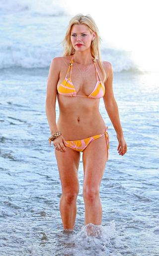Sophie Monk Bikini Pictures