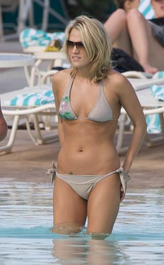 Carrie Underwood Bahama Bikini Pictures