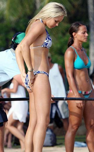 Laura Vandervoort Bikini Pictures