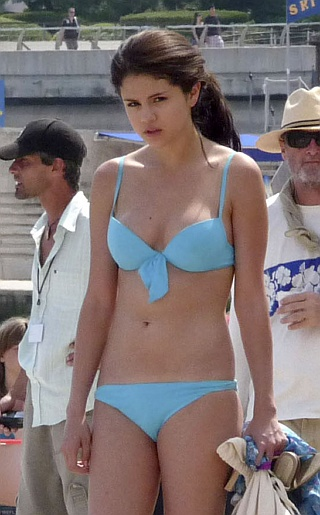 Selena Gomez Bikini Pictures. Welcome back everyone to Celebrity Bikini ...