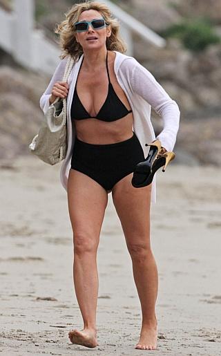 Kim Cattrall Bikini Pictures