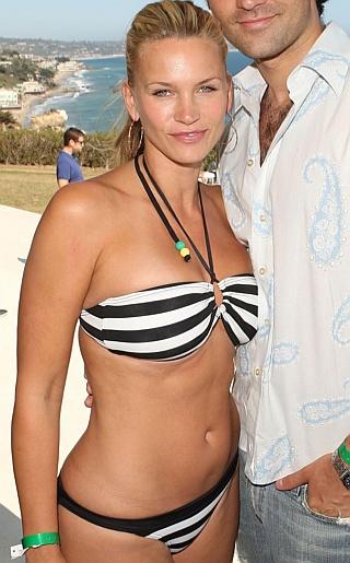 Natasha Henstridge Bikini Pictures
