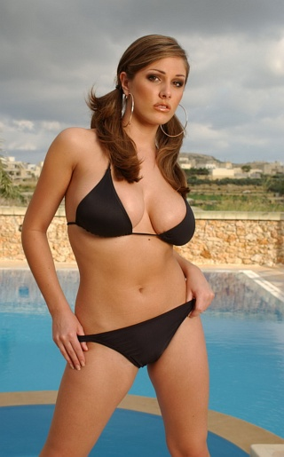 Lucy Pinder Bikini Pictures