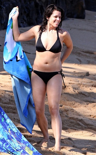 Neve Campbell  Bikini Pictures