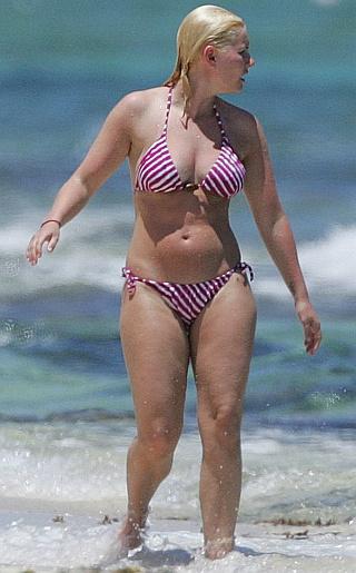 Elisha Cuthbert  Bikini Pictures
