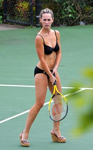 Jennifer Love Hewitt Bikini Pictures