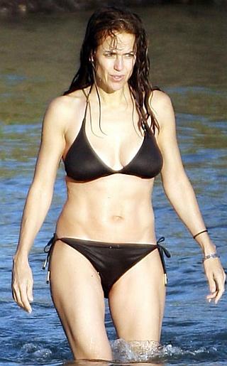 Kelly Preston Bikini Pictures