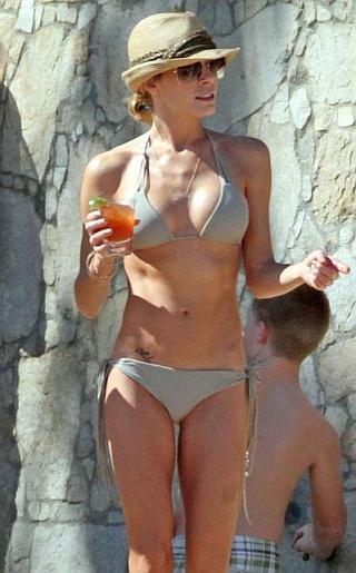 LeAnn Rimes Bikini Pictures