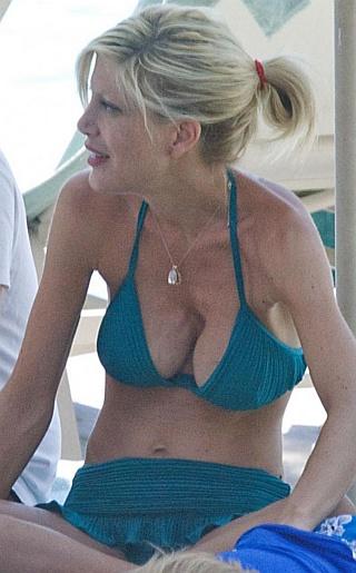 Tori Spelling Bikini Pictures