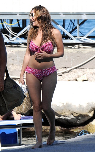 Kelly Brook Bikini Pictures
