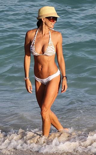 Brooke Burke Bikini Pictures