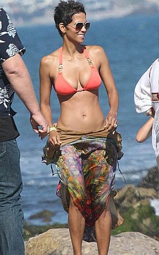 Halle Berry Bikini Pictures