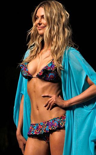 Jennifer Hawkins Bikini Pictures