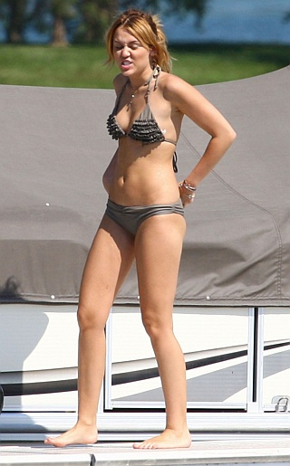 Miley Cyrus Bikini Pictures