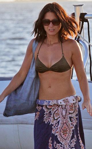 Olivia Munn Bikini Pictures