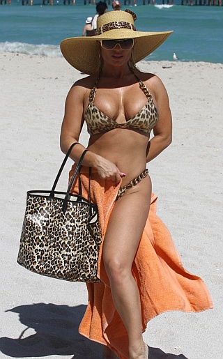 Nicole Coco Austin Bikini Pictures. Hello my awesome Celebrity Bikini ...