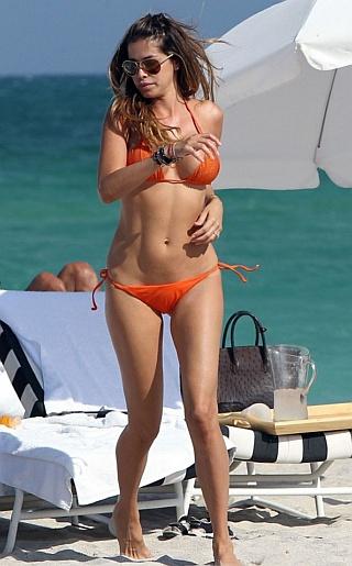 Aida Yespica Bikini Pictures
