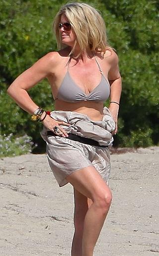 Rachel Hunter Bikini Pictures