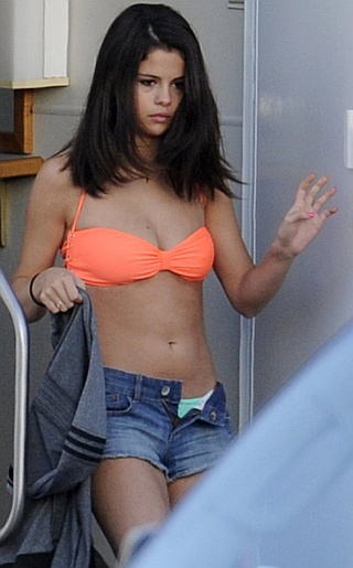 Selena Gomez Bikini Pictures