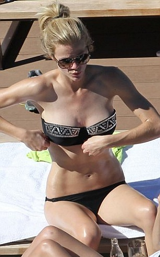 Brooklyn Decker Bikini Pictures