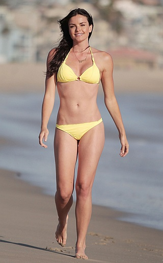 Courtney Robertson Bikini Pictures