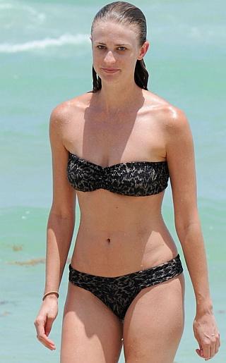 Julie Henderson Bikini Pictures