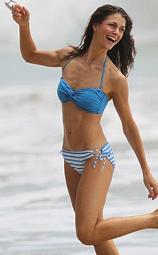 Samantha Harris Bikini Pictures