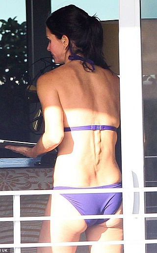 Courteney CoxBikini Pictures