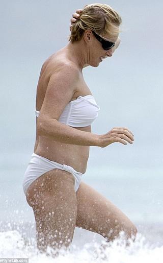 Sally Dynevor Bikini Pictures