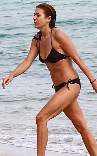Kate Walsh Bikini Pictures