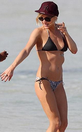Ashlee Simpson Bikini Pictures