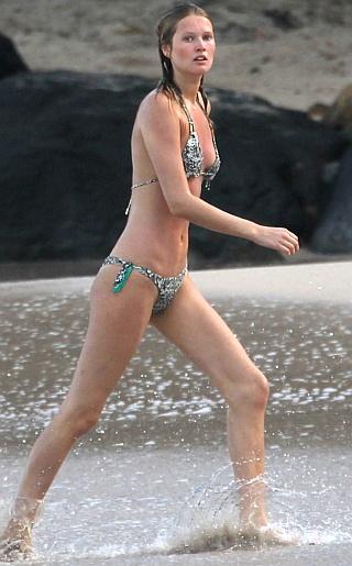 Toni Garrn Bikini Pictures