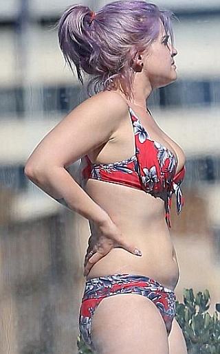 Kelly Osbourne Bikini Pictures
