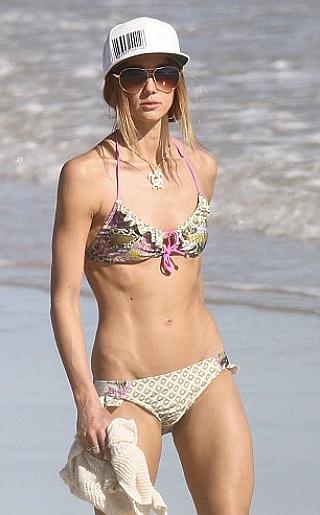 Sharni Vinson Bikini Pictures