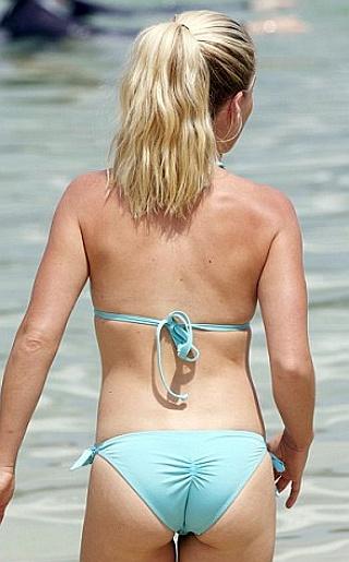 Kendra Wilkinson Bikini Pictures