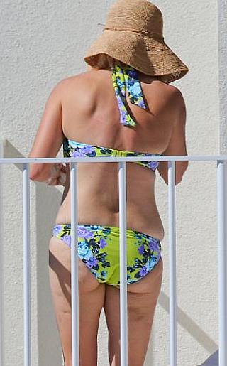 Reese Witherspoon Bikini Pictures