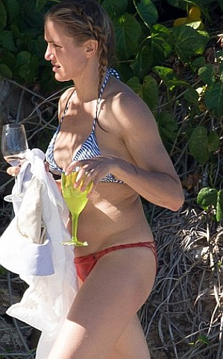 Cameron Daiz Bikini Pictures
