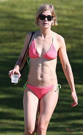 Rosamund Pike Bikini Pictures