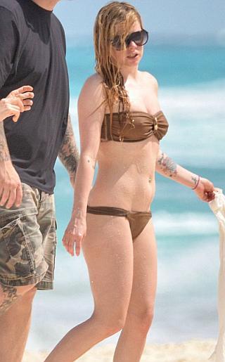 Avril Lavigne Bikini Pictures