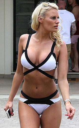 Danielle Armstrong Bikini Pictures