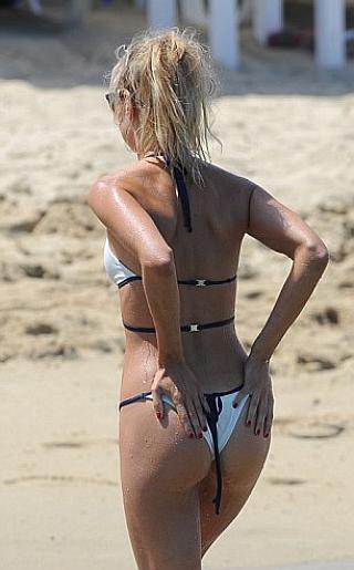 Kimberley Garner Bikini Pictures